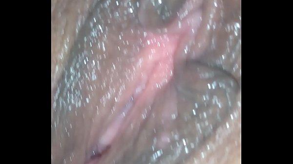 Mostrando e chupando a buceta da minha mulher